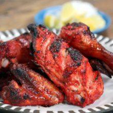 Das Tandoor wurde im 16. Jahrhundert erfunden. Unser Tandoor ist ein alter indischer Lehmofen, der mit Holzkohle beheizt wird. So bereiten wir Tandoori Speisen sowie backen wir unsere Nan (Fladenbrote) immer frisch.